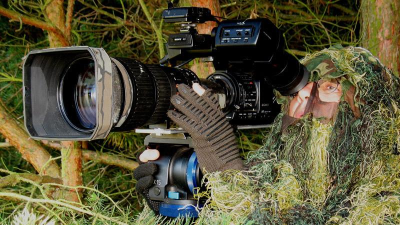 Wenn der Wind günstig steht, ermöglicht es mir der Tarnanzug, die Wildtiere nicht nur von einer erhöhten Kanzel aus, sondern ebenerdig zu filmen.  © Torsten Richter